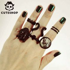 Black is the new black.  Acesse cuteshop.com.br  #bijouteria #bijoux #biju #anel #aneis #aneispretos #black #buda #malevole #moon #crown #coroa #malevola #lojaonline #buddah #acessories #acessorios #cuteshop by cuteshopacessorios