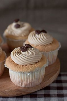 These cupcakes will give you your sugar and fix! These Coffee Sponge Cupcakes are almost too to eat! Just Desserts, Delicious Desserts, Yummy Food, Yummy Cupcakes, Cupcake Cookies, Cupcake Cupcake, Vanilla Cupcakes, Easy Cupcake Recipes, Dessert Recipes