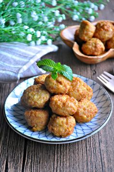 Tofu Meatballs or LazyMan Meatballs 豆腐肉圆 / 懒人肉圆 - Eat What Tonight Tofu Recipes, Meatball Recipes, Asian Recipes, Cooking Recipes, Healthy Recipes, Chinese Recipes, Yummy Recipes, Asian Foods, Recipies