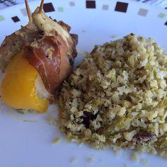 Variação do meu arroz de couve-flor com frango enrolado no presunto de parma.  #dieta #lowcarb by abobreenhas