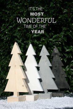 Een kerstboom gemaakt van nieuw steigerhout. Leuk voor in de vensterbank of op de (eet)tafel.