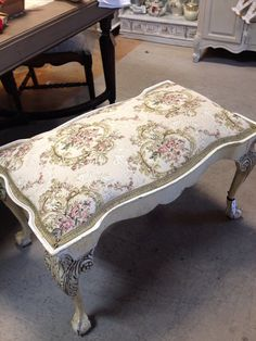 Gorgeous lines and details Stunning tapestry fabric This a very nice luxurious piece of furniture Hand Painted Furniture, French Furniture, Repurposed Furniture, Shabby Vintage, French Vintage, French Bench, Piano Bench, Furniture Styles, Furniture Ideas