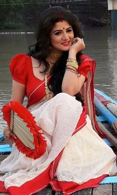 This app includes a collection of best handpicked Indian Bridal Dresses. Bengali Saree, Bengali Bride, Bengali Wedding, Saree Wedding, Beautiful Girl Indian, Most Beautiful Indian Actress, Beautiful Saree, Beautiful Women, Bengali Bridal Makeup