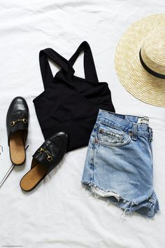 On these boiling hot days you need nothing but a few summer essentials: denim shorts, airy tops and leather slides. I've been living in these Guccis since Summer Essentials, World Of Fashion, Denim Shorts, Fall Winter, Girly, Spring Summer, Style Inspiration, Boho, Vienna