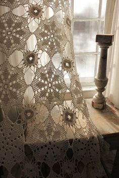 Moon to Moon: Lace Curtains... A very British tradition - Vintage crochet lace