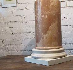 klasyczny postument - scagliola