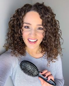 VIDEO: How to Make Curls Tighter at the Root & More Defined - Gena Marie Curly Hair Routine, Curly Hair Care, Hair Care Routine, Curly Hair Styles, Low Porosity Hair Products, Hair Porosity, Cut My Hair, Big Hair, Tight Curls