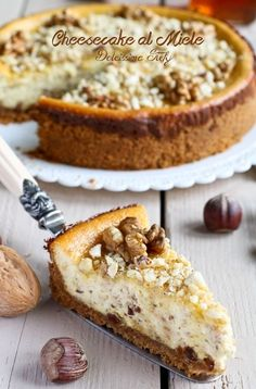 Cheesecake al Miele, Noci e Nocciole tostate // baked honey, hazelnuts and walnuts cheesecake No Bake Desserts, Delicious Desserts, Dessert Recipes, My Dessert, Sweet Cakes, Antipasto, Sweet And Salty, Cheesecake Recipes, Cake Cookies