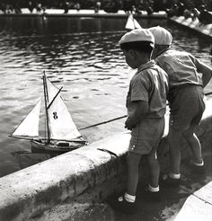 ∞ Children playing - Paris 1938 by Roger Schall ∞