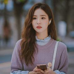 เรื่องย่อซีรีส์เกาหลี Run On (2020) วิ่งนำรัก | Netflix Korean Couple, Korean Girl, Shin Se Kyung, Drama Tv Shows, Glitter Girl, Female Actresses, Kdrama Actors, Beautiful Asian Girls, Hairstyles With Bangs