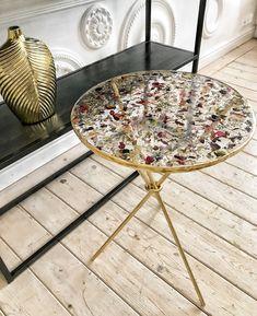 Epoxy Resin Table, Resin Table Top, Epoxy Resin Art, Diy Resin Art, Diy Resin Crafts, Resin Flowers, Dried Flowers, Diy Resin Projects, Resin Furniture