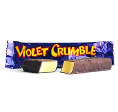 Violet Crumble Candy Bars come in a vibrant Purple wrapper in Australia. Only the BEST candy bar EVER! British Candy, British Sweets, Best Candy Bar, Candy Bars, Violet Crumble, Nostalgic Candy, Aussie Christmas, Chibi Food, Classic Candy