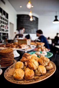 Le Bal Café: 6 impasse de la Défense - métro Place de Clichy. Run by two Englishwomen so english dishes with a french twist. Try the Pork Pie #eatparis