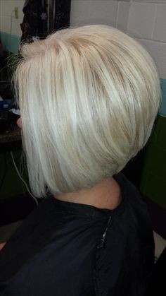 Blonde Short Platinum Blonde Hair, White Blonde Hair, Blonde Hair Shades, Angled Bob Hairstyles, Best Bob Haircuts, Short Hair Cuts, Short Hair Styles, Colored Hair Tips, Pretty Hairstyles