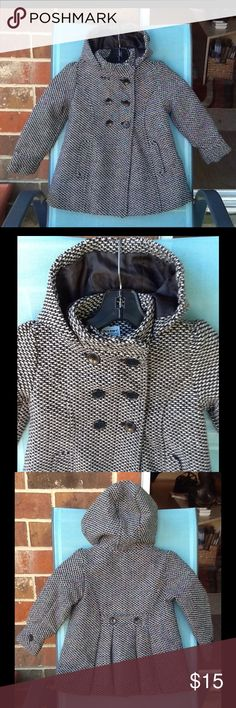 🎀Little girls hooded  tweed coat🎀 Really cute black and white tweed coat, double breasted, two buttons in the back buttons on sleeve, hooded. Nice lining horizontal  pockets on side. Old Navy Jackets & Coats Capes