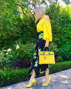 I need yellow shoes and matching purse for Spring! 70s Fashion, Modest Fashion, Love Fashion, Fashion Dresses, Womens Fashion, Yellow Fashion, Colorful Fashion, Skirt Outfits, Cute Outfits