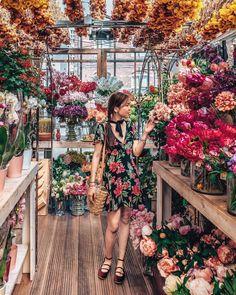 Jessica Lemaitre Blending in at the prettiest flower market in Amst. Flower Bar, My Flower, Flower Power, Montreal Botanical Garden, Bloom Baby, Garden Cafe, Flower Aesthetic, Flower Images, Beautiful Flowers