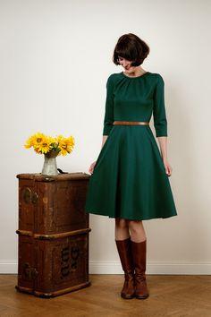 knielanges Kleid in dunkelgrün // dark green mid length dress via DaWanda.com
