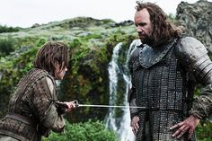 Maisie-Williams-and-Rory-McCann-Arya-and-the-Hound-Game-of-Thrones-Season-4.jpg (630×420)