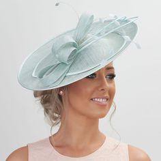Stunning Sinamay Fascinator on a Headband.please read description info Facinator Hats, Sinamay Hats, Millinery Hats, Facinators Wedding, Wedding Hair Fascinator, White Fascinator, Tea Party Attire, Wedding Hats For Guests, Derby Attire