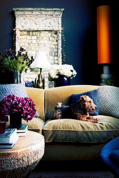 abigail ahern dark blue living room More - Home Decor Ideas Dark Blue Walls, Dark Blue Living Room, My Living Room, Living Room Decor, Dark Blue Lounge, Dark Blue Rooms, Interior Design Blogs, Diy Interior, Room Interior