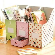 revisteros con cajoncitos Cardboard Recycling, Diy Cardboard, Recycled Crafts, Diy And Crafts, Organiser Box, Paper Organization, Kids Store, Diy Desk, Tampons