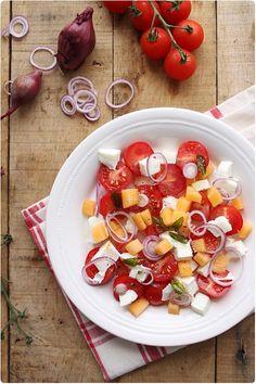 Un intitulé bien long pour une recette toute simple et savoureuse. C'est une nouvelle façon de découvrir la tomate/mozzarella dans une version un peu plus