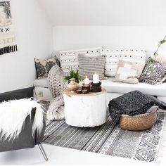 Super Cozy Living Room Interiors: 80 Ideas You Should Try The living room is quite a significant part the home. It's likewise among the most used rooms of the home. The walls are in the exact same light and refined colour, everything is easy, providing Cozy Living Rooms, Living Room Interior, Home Living Room, Living Room Decor, Living Spaces, Salons Cosy, Home And Deco, Interior Exterior, Living Room Inspiration