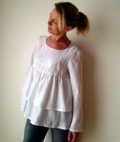 For this adorable blouse flared shape, I wanted given a spirit of lightness with the superposition of two wide flounces around the bust at the bottom