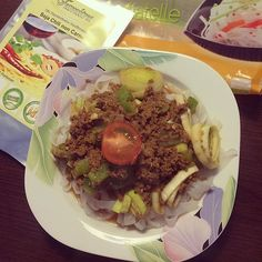 Und hier ein weiteres geiles Gericht für euch  LOW CARB Shirataki mit Hackfleisch. Die Tomaten Saucen kommt noch dazu!  Danke dir @veggie_sherry ! Die Nudeln bekommt ihr wie immer auf  www.shape-noodles.de  #shirataki #milchreis #lowcarb #lowfat #highprotein #Eatclean #fitnessmeal #diet #dreambody #cleaneats #glutenfree #glutenfreevegan #nosugar #healthyfood #healthy #shapenoodles #igfitness #instafood #foodporn #bestoftheday #beauty #gostrong by shapenoodles