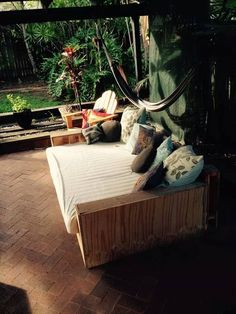 Pallet Patio L-shape #Sofa and Coffee Table | 99 Pallets