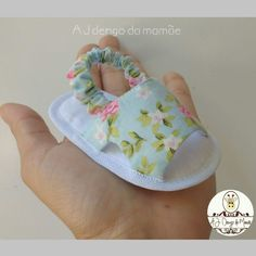 Best 12 Cream and pink floral baby girl shoes headband and paci clip SET, baby girl gift set, romantic baby outfit, baby accessories – SkillOfKing. Cute Baby Shoes, Baby Girl Shoes, Baby Girl Dresses, Baby Shoes Pattern, Shoe Pattern, Baby Clothes Patterns, Baby Patterns, Baby Sandals, Baby Booties