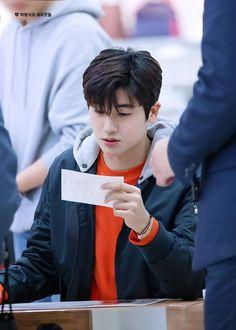 he look so good in orange. Top Korean Dramas, Korean Drama Movies, Korean Actors, Korean Idols, Park Hyung Shik, Do Bong Soon, Cha Eun Woo Astro, Hyung Sik, Korean Star