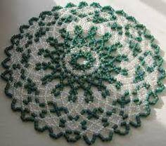 Resultado de imagen de free seed bead patterns for doilies Seed Bead Patterns, Beading Patterns Free, Doily Patterns, Seed Bead Crafts, Seed Bead Jewelry, Beading Projects, Beading Tutorials, Beaded Beads, Beaded Ornament Covers