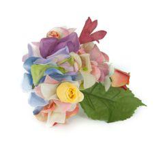 Ramillete de flores de flamenca de flores combinadas en tonos pasteles como amarillo, rosa empolvado, malvas y verdes.