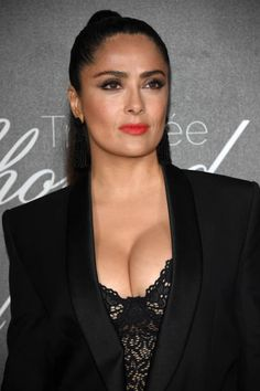 Salma Hayek cleavage Salma Hayek Biography, Salma Hayek Husband, Salma Hayek Images, Salma Hayek Body, Telenovela Teresa, Monica Belluci, Selma Hayek, Us Actress, Popular Actresses
