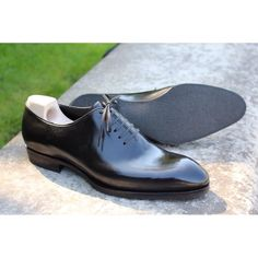 Elegant shoes with rubber sole ,Yes It's possible! Made To Order Paris! MTO Model SC 546 seamless Oxford for one of my lucky Made To Order Paris client ! #madetoorderparis #saintcrispins #menstyle #shoesaddict #handcrafted #handmade #menshoes...