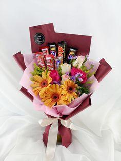 10 Chocolate Bouquet Free Same Day Ideas Makeup Bouquet Gift, Candy Bouquet Diy, Food Bouquet, Flower Bouquet Diy, Valentine Bouquet, Gift Bouquet, Valentines, Chocolate Flowers Bouquet, Edible Bouquets