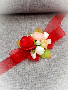 Corsage Wedding, Wedding Bouquets, Diy Flowers, Paper Flowers, Handmade Rakhi Designs, Floral Wedding, Wedding Flowers, Wedding Handkerchief, Paper Flower Backdrop