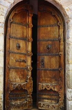 25 Most Beautiful Doors ( A DOOR on a medieval castle in Tuscany.)