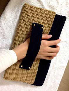 *maiamu*かぎ針編み バイカラークラッチバッグ ゴールド×ネイビー 出品 の画像 *maiamu*ハンドメイドのおしゃれアイテム