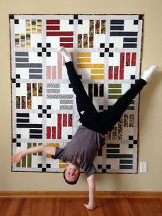 Isn't this a great quilt? I like the eye-catching photo with her gymnast son too!  The quilt was made by Gudrun Eria of Minnesota. She ...