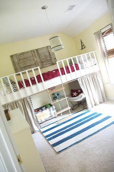 Interessante Deko Elemente und roter Aufzug im weißen Kinderzimmer - Bett Design- 24 Super Ideen für Kinderzimmer Innenarchitektur