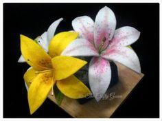 Alhamdulillah...   Dengan semangat dan sedikit memaksakan diri, akhirnya saya berhasil menyelesaikan tutorial sederhana membuat Bunga Lily...