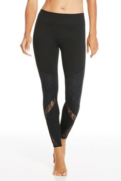 These lace detailed leggings are a must-have essential for fall. The all-way stretch and chafe-resistant design allow for any workout. | Clover Legging - Fabletics