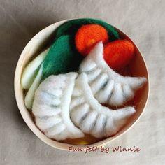 Needle felted Dumplings/ Gyoza/ Potstickers by FunFeltByWinnie Felt Fruit, Felt Food, Fruit Flan, Toys For Little Kids, Best Dumplings, Wood Gift Box, Food Sculpture, Play Food, Felt Crafts