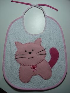 Risultati immagini per aplique toallas bebes Baby Sewing Projects, Sewing For Kids, Baby Applique, Baby Quilt Patterns, Cat Quilt, Cross Stitch Baby, Small Baby, Baby Socks, Kids Bags