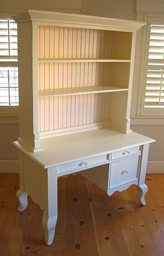 Small Queen Ann Desk With Hutch