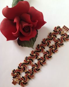 Bracelet- Variation of Hogarth Crystal Curve Pattern by Wendy Lueder, BNB…