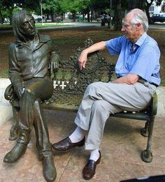 """""""Fifth Beatle"""" and long-time producer, George Martin, with the John Lennon bronze sculpture in John Lennon Park in Havana, Cuba. RIP George Martin the Fifth Beatle John Lennon Beatles, The Beatles, Jhon Lennon, Great Bands, Cool Bands, Music Is Life, My Music, George Martin, Nostalgia"""